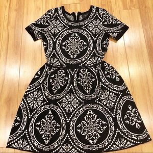 Romeo + Juliet Couture-Black/White patterned dress